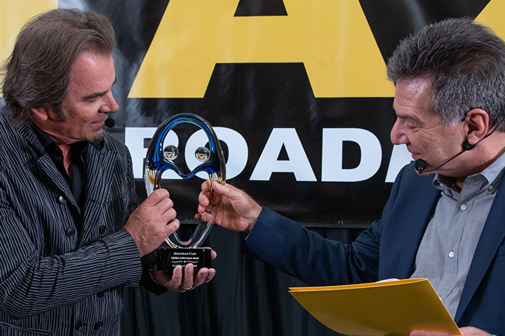 Jonathan Cain (left) and Michael Laskow admire Cain's Lifetime Achievement Award at the 2019 Road Rally.