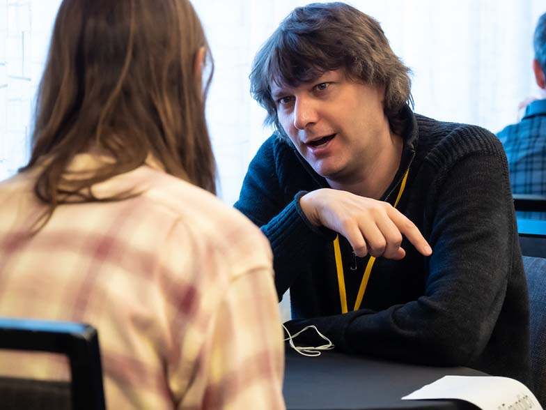 Jeff Freundlich (COO, Fervor Records) gives a Road Rally attendee some advice during one of the One-to-One Mentor sessions.